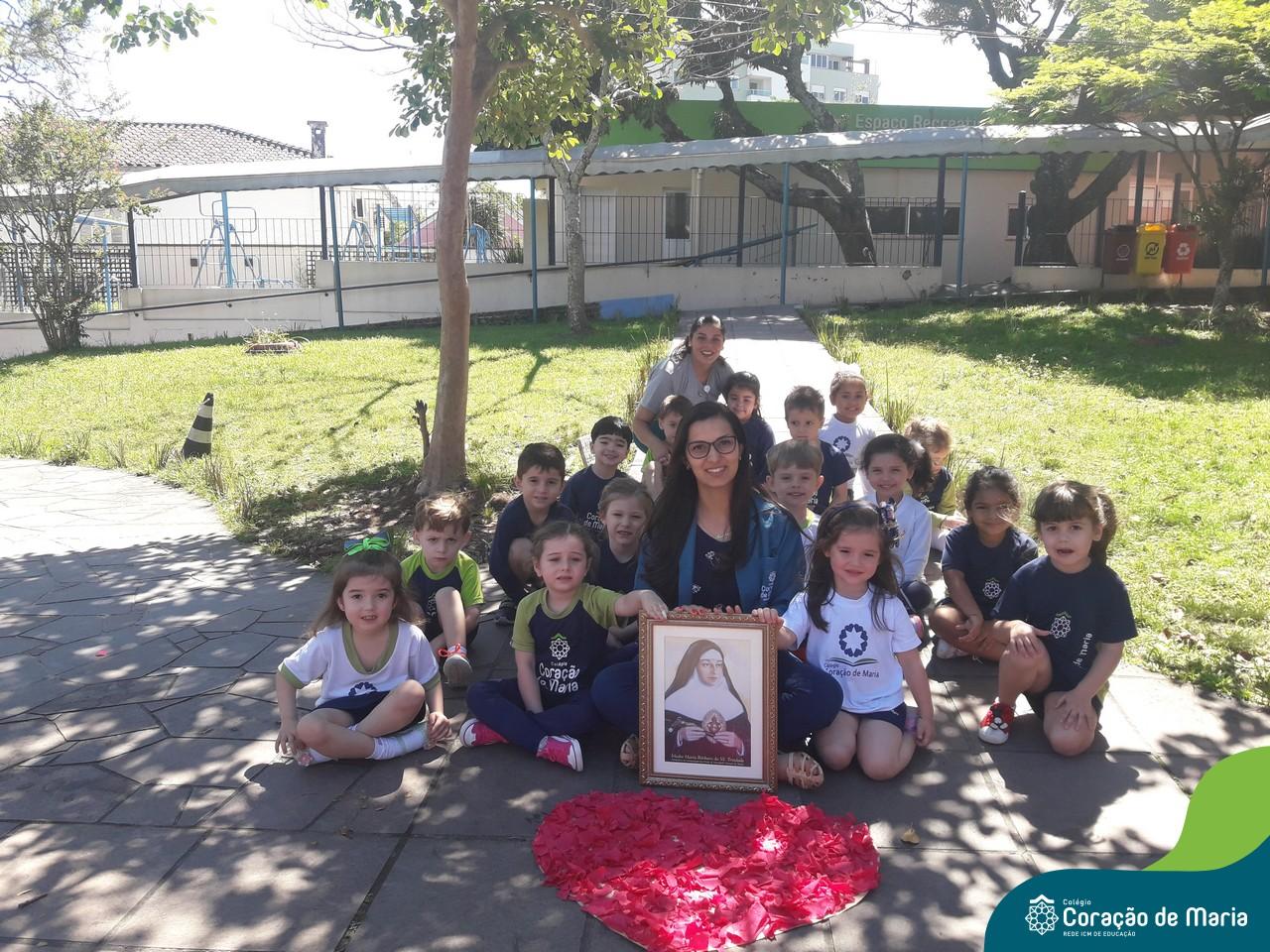 Um coração repleto de valores: Maternal 2 comemora o aniversário de beatificação de Bárbara.