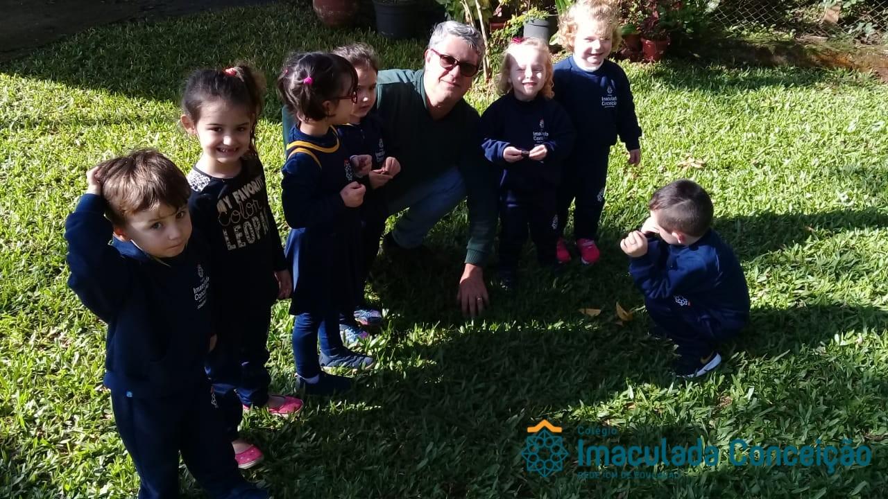 """Maternal 2 – Aprendendo sobre as """"nozes"""" com o Agrônomo Heitor Mena Barreto Filho"""