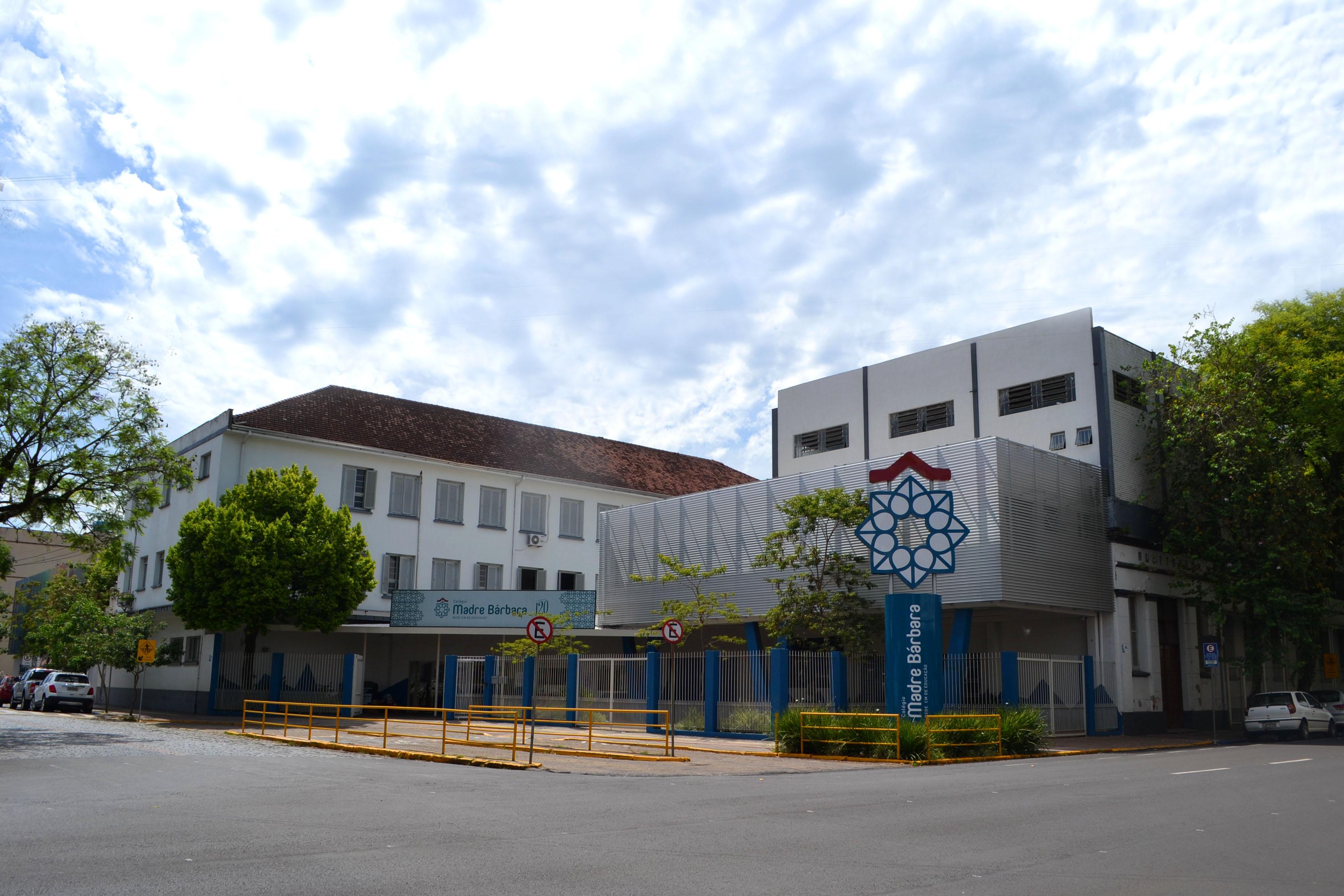 Colégio Madre Bárbara completa 122 anos