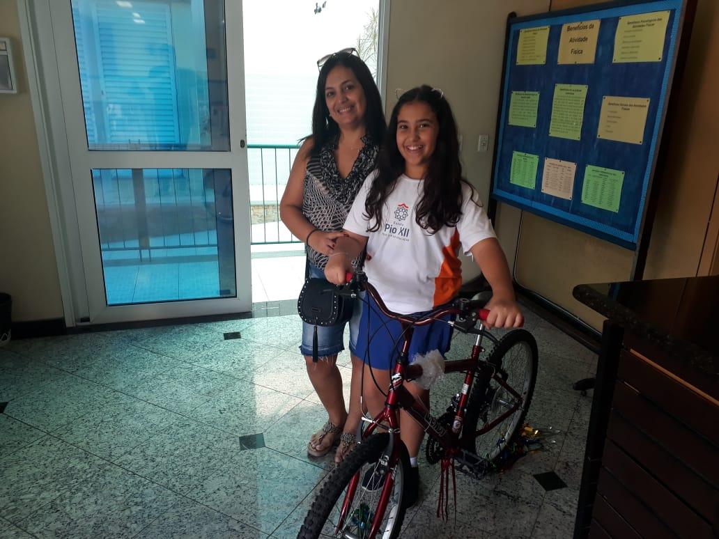 Ganhadora da Bicicleta 2019 – Aluna Larissa Viana da Turma 51