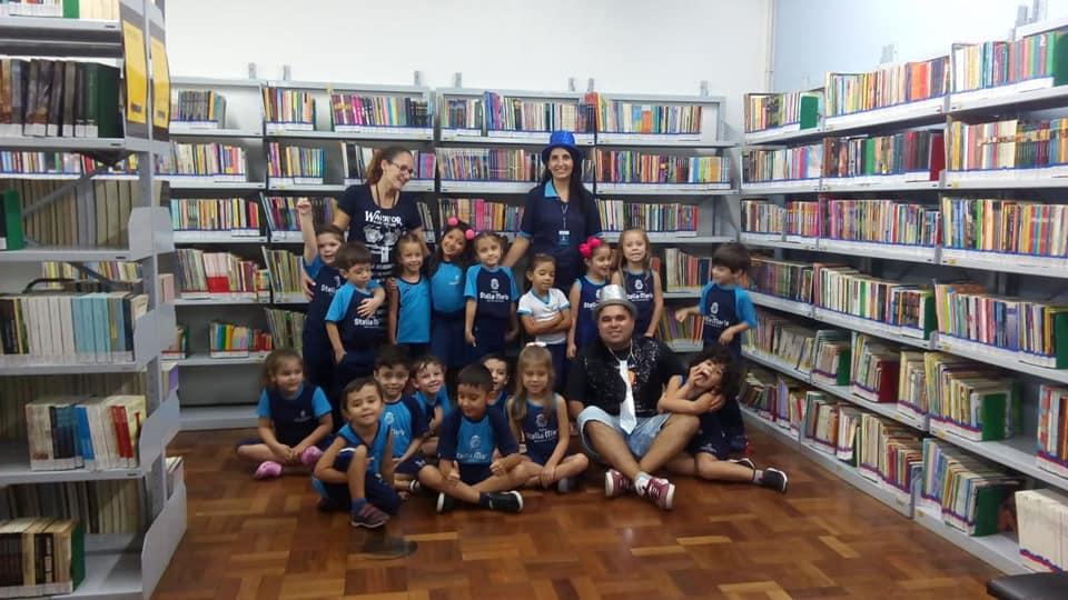 Turma Pre1A conhece a Biblioteca.