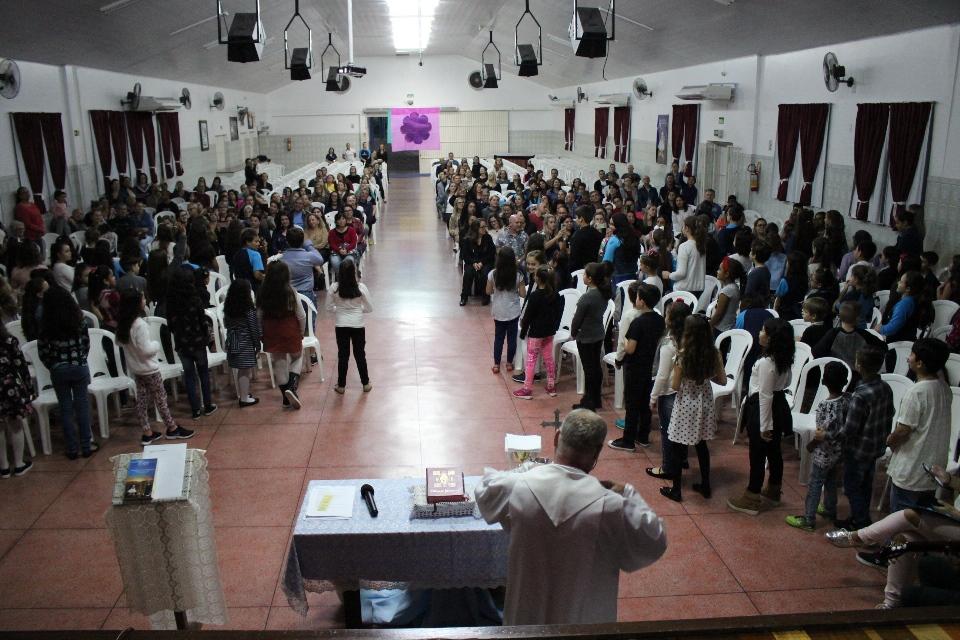 Fotos da Missa em Homenagem às Mães do 3º, 4º e 5º ano do EF até o 3º ano do Ensino Médio