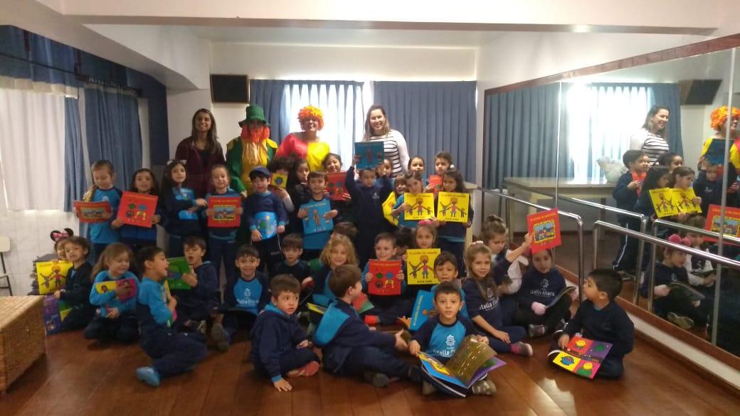 As turmas de Educação Infantil receberam uma visita especial do Reino Encantado: Emília e Visconde